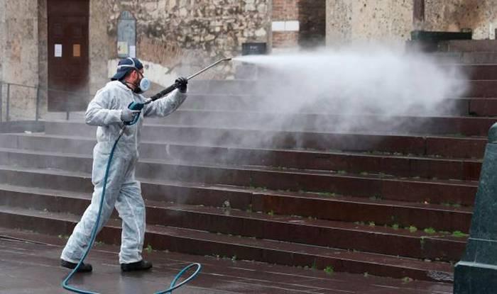 Egunero, arrisku haundieneko espazioak desinfektatzeko lanak