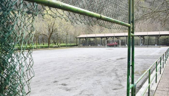 Auzo Batzarrerako deia luzatu du Ereñotzuko Auzo Udalak, eta futbol zelaia izango da hizpide