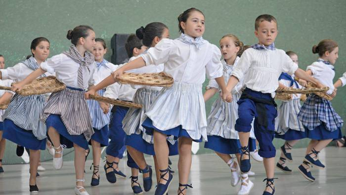 Betiko Santioen faltan, sagardoak, musikak eta dantzak alaituko dituzte egun bereziak
